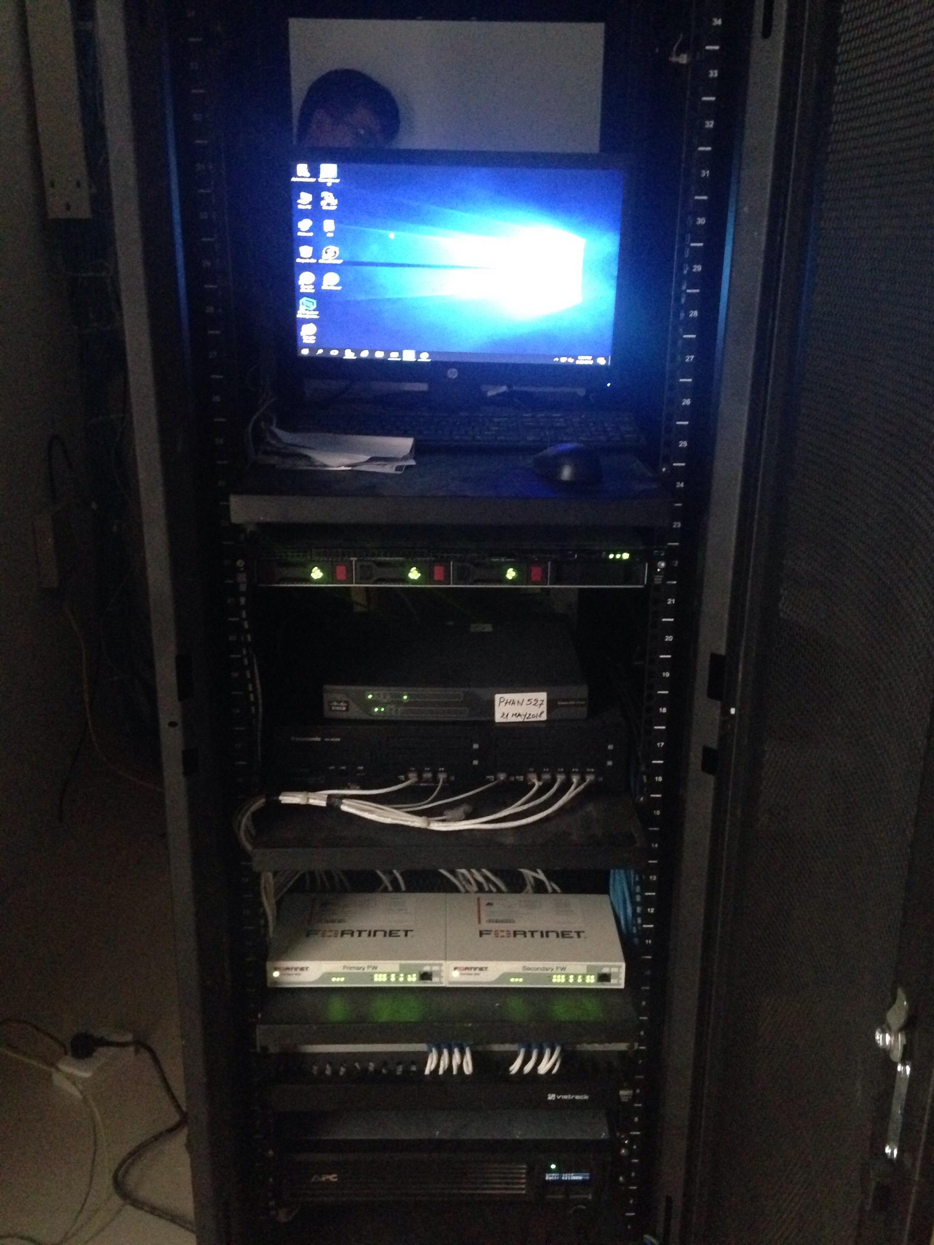 Hệ thống Server kênh truyền trắng KCN VSIP Nghệ An